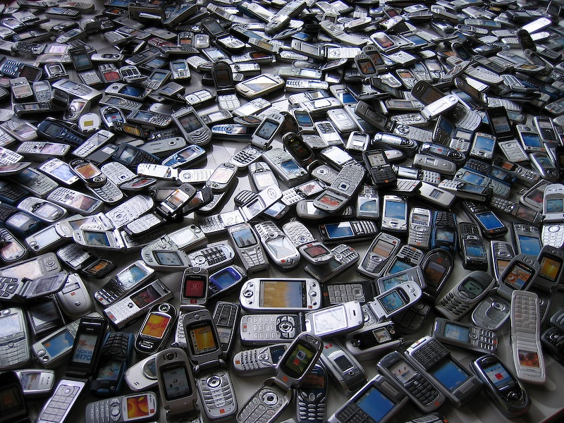 Sea_of_phones-1